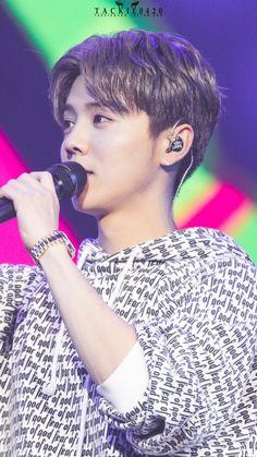 LuHan 鹿晗|| 161119 LuHan As a Guest at ( 大张伟 Da zhangwei ) Wowkie Zhang's Beijing Concert [Cr:Logo]
