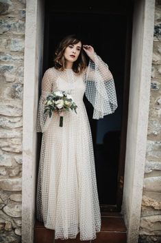 White bride dresses. Brides imagine finding the most appropriate wedding, however for this they need the best bridal wear, with the bridesmaid's outfits enhancing the wedding brides dress. Here are a variety of ideas on wedding dresses.