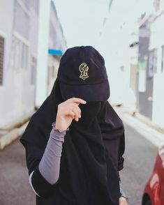 Uploaded by Muslimah girl. Find images and videos on We Heart It - the app to get lost in what you love. Stylish Hijab, Casual Hijab Outfit, Hijab Chic, Hijab Niqab, Muslim Hijab, Hijabi Girl, Girl Hijab, Niqab Fashion, Muslim Fashion