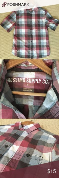 SALE! EUC Mossimo Short Sleeved Plaid Button Down This short sleeved Button Down from Mossimo Supply Co is in excellent condition and features a maroon and gray plaid design. This shirt looks great with shorts and sandals for a relaxed, summer vibe. Size Medium Mossimo Supply Co Shirts Casual Button Down Shirts