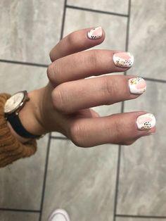 38 stunning neutral nail art dеѕіgnѕ 2019 page- 41 - neutral nails Minimalist Nails, Nude Nails, Acrylic Nails, Peach Nails, Lemon Nails, Neutral Nail Art, Nagel Gel, Perfect Nails, Trendy Nails