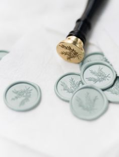 Top 5 Wax Seal Stamp Designs (by OTHER industry pros!) I am OBSESSED with wax seal stamps—and my own designs are not the only ones that I have in my little collection! Here are my top 5 favorite wax seal designs by OTHER industry pros. Wedding Stationary, Wedding Invitations, Wedding Favours, Seal Design, Buy Stamps, Wedding Invitation Inspiration, Wax Seal Stamp, Tampons, Stationery Design