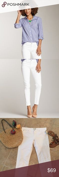 NWT David Kahn Lana Skinny Crop Jeans Product Description-- MSRP: $149.00 These figure-flattering, skinny, jeans by David Kahn are well-crafted of fine material listed below:  98% COTTON 2% ELASTIN with an ICE wash. Wear them day or night and look 👀 AMAZING! These crops are the perfect complement to your summer wardrobe. David Kahn Jeans Skinny