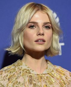 Quick Makeup, Actrices Hollywood, Dream Hair, Girls Makeup, Lucy Boynton, Hair Journey, Textured Hair, Messy Hairstyles, Hair Inspo