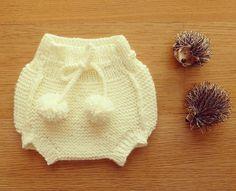 Diaper cover with pom poms!   por marlene rodrigues