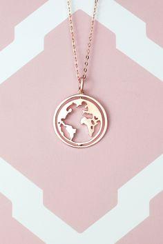 World map necklace - Weltkugel Kette Diy Jewelry To Sell, Cute Jewelry, Bridal Jewelry, Jewelry Accessories, Jewelry Design, Unique Jewelry, World Map Necklace, Accesorios Casual, Bijoux Diy