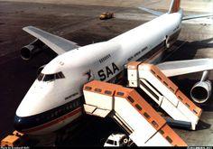 "South African Airways Boeing ZS-SAP ""Swartberg"" at Johannesburg-Jan Smuts International, March (Photo: Reinhardt Hoft) Life Falling Apart, Jumbo Jet, Passenger Aircraft, Hawaii Usa, Civil Aviation, Cabin Design, Boeing 747, Commercial, Vintage Posters"