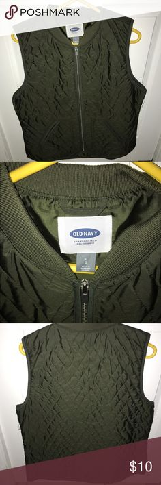 Olive green Old Navy thermal vest  jacket I'm great condition. This olive green thermal jacket is both fashion at its finest and still good enough to keep you warm. Old Navy Jackets & Coats Vests