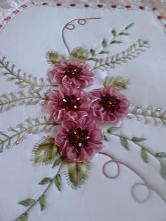 Wonderful Ribbon Embroidery Flowers by Hand Ideas. Enchanting Ribbon Embroidery Flowers by Hand Ideas. Silk Ribbon Embroidery, Embroidery Stitches, Embroidery Patterns, Hand Embroidery, Band Kunst, Brazilian Embroidery, Ribbon Art, Pearl Flower, Flower Tutorial