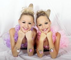 Stylebook: Two 'Dance Moms' dancers promote Glitzy Girl jewelry line