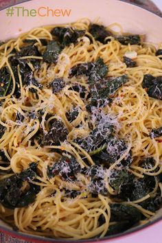 Make this One-Pot Lemon Kale Pasta by Daphne Oz dinner that contains a healthy green that everyone is talking about! #TheChew