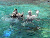 Snorkeling en Los Frailes - Magic Tours los lleva a hacer snorkeling en distintos puntos de Los Frailes para que puedan apreciar la maravillosa flora y la fauna que poseen nuestras aguas. La salida se realiza desde la playa EL Tirano, a 2 km de Playa El Agua. Este plan incluye: transporte, bebidas, cerveza, ron, almuerzo, guía turístico y equipo de snorkeling. Hora de salida del hotel: 8:30 a.m. Hora de llegada al hotel: 3:30 p.m. Salidas diarias.
