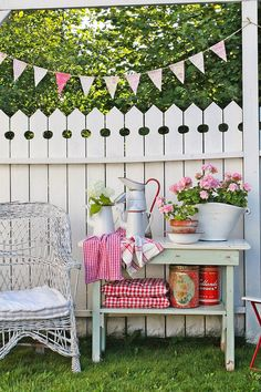 Vibeke Design: Gjenbruksglede I Hagen Outdoor Rooms, Outdoor Gardens, Outdoor Living, Outdoor Decor, Modern Gardens, Small Gardens, Vibeke Design, Backyard Fences, Garden Fences