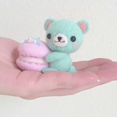 #mulpix It's back! By popular demand, the teddy bear & macaron needle felt sewing kit is now available with Take&Make! Get yours soon before they sell out again..!  #macaron  #teddybear  #needlefelt  #felt  #wool  #DIY  #craft  #craftkit  #mintbear  #kawaii  #cute  #mini  #take&make  #flyingmio https://takeandmake.co/projects/teddy-bear-macaron-sewing-needle-felt-project