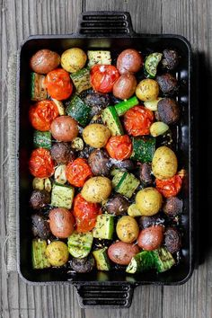 Italian Oven Roasted Vegetables The Mediterranean Dish Simple and delicious oven roasted vegetables the Italian way Not your average side dish These veggies will be your new favorite Comes together in 20 mins or so See the recipe on Roasted Vegetable Recipes, Veggie Recipes, Vegetarian Recipes, Cooking Recipes, Healthy Recipes, Oven Roasted Vegetables, Vegetarian Barbecue, Roasted Potatoes, Veggie Food
