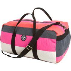 going to order this seriously cute roxy duffel Best Handbags, Fashion Handbags, Tote Handbags, Cute Gym Bag, Cute Bags, Snow Gear, Winter Gear, Duffel Bag, Roxy