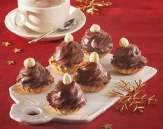 Ořechové cukroví tradičně i moderně. Uvidíte, že se po něm jen zapráší - iDNES. Panna Cotta, Sweet Tooth, Pudding, Sweets, Ethnic Recipes, Dulce De Leche, Gummi Candy, Custard Pudding, Candy