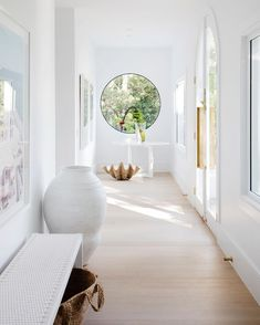Wohnen Three Birds Renovations, House Round Window, Entryway Benefits Of An Adjustable Bed The b Home Interior Design, Interior And Exterior, Interior Walls, White House Interior, Coastal Interior, White Home Decor, Contemporary Interior, Style At Home, Style Blog