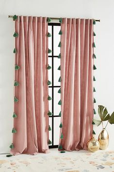Oriental furnishings: matching furniture and decoration - THE HOUSE- Orientalisch einrichten: Passende Möbel und Deko – DAS HAUS Oriental furnishings with fabrics: tassels on curtains … -