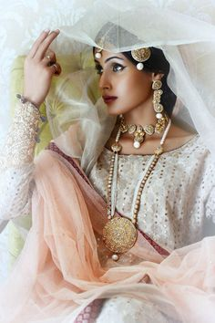 There was another bridal jewellery designer at PLBW 2014 that caught our interest at the showcase of powerhouse luxury designer Sania Maskatiya. Shafaq Habib House of Jewellery (SHHoJ) is an extrem…