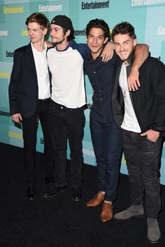Dylan o'brien photos photos - (l-r) actors thomas brodie-sangster, dylan o'brien, tyler posey and cody christian attend entertainment weekly's comic-con Teen Wolf Memes, Teen Wolf Mtv, Teen Wolf Funny, Teen Wolf Boys, Teen Wolf Dylan, Teen Wolf Stiles, Teen Wolf Cast, Scott Mccall, Fandoms Unite