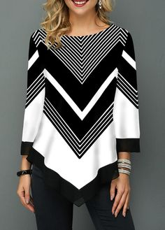 Chevron black and white all day! Such a perfect blouse for work or to dress up jeans. Print Asymmetric Hem Three Quarter Sleeve T Shirt Trendy Tops For Women, Blouses For Women, Stylish Tops, Cute Blouses, Printed Blouse, Printed Shirts, Knitwear, Chevron, Ideias Fashion