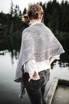 Ravelry: Waiting For Rain pattern by Sylvia Bo Bilvia, kostet 7 Euro Knitting Short Rows, Free Knitting, Knitting Patterns, Knitting Projects, Knitting Ideas, Knitted Shawls, Knitted Scarves, Neck Wrap, Knitting Accessories