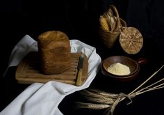 Pan con harina de maíz. Panificadora y Manual - La Cocina de Frabisa La Cocina de Frabisa Tray, Sweet And Saltines, Homemade, Breads, Recipes, Cook, Board, Trays