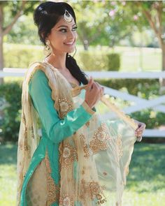 Such a pretty color combination worn by Manpreet Toor (Punjabi folk and bhangra dancer-SUPER talented!).