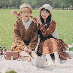 Korean Similar Look - Fashion Ideas Look Fashion, Girl Fashion, Autumn Fashion, Fashion Outfits, Fashion Design, Fashion Ideas, Boy And Girl Friendship, Friend Friendship, Mode Cool