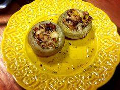 Fundos de alcachofras recheados com cebola caramelizada :: Pimenta ...