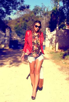 Discover this look wearing Spiked Queens Wardrobe Jackets, Denim Asos Shorts, Floral Asos Ts, Shirts - Floral rocker by decoresaltoalto styled for Rocker, Everyday in the Spring Look Fashion, Fashion Models, Fashion Outfits, Womens Fashion, Fashion Design, Street Fashion, Fashion News, Spring Summer Fashion, Spring Outfits