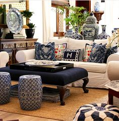 and this is how my sister designs with - an twist - at her My favorite room. Blue Rooms, White Rooms, Living Room Designs, Living Room Decor, Blue And White Living Room, Asian Decor, White Decor, Home And Living, Ralph Lauren Home Living Room