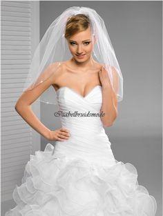 Mooie korte bruid sluier van fijne tule. Lengte sluier is 70cm. Met een doorzichtig kam om gemakkelijk te vestigen. In de kleur: wit of ivoor. -