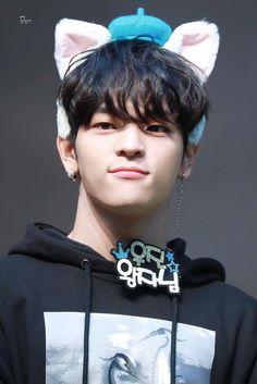 [HQ] 190405 in fansign Kim Woojin Stray Kids, Kim Woo Jin, Fandom, Sweet Guys, Kids Board, Kid Memes, I Have A Crush, Cute Teddy Bears, Still Love You