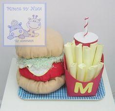 original tarta de pañales compuesta por:  50 pañales Dodot + 2 mantas bebe + 1 toalla de tocador + 2 baberos + biberon de 240ml Drown´s + mordedor calmante Drown´s + 2 chupetes Drown´s + bandeja