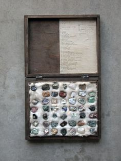 Vintage Stone Specimens Collection: 49 Rocks in a Box collected in Poland before 1939 Crystal Magic, Crystal Grid, Crystal Box, Rock Collection, Crystal Collection, Minerals And Gemstones, Rocks And Minerals, Little Presents, Estilo Hippie