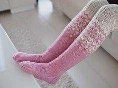 Life with Mari: Ylipolven villasukat ♥ OHJE Woolen Socks, Sexy Socks, Knitting Socks, Mittens, Knitting Patterns, Knit Crochet, Slippers, Sewing, Crocheting