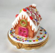 This little limoges ginger bread house box is wonderful! Limoges China, Pretty Box, Tiny Treasures, Perfume, Treasure Boxes, Glass Paperweights, Perfect Christmas Gifts, Little Boxes, Pill Boxes