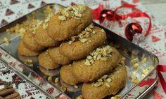 Εκτός από τα στολίδια και τα χριστουγεννιάτικα τραγούδια, την τιμητική τους έχουν τα χριστουγεννιάτικα γλυκά.Ήρθε η ώρα επιτέλους Greek Sweets, Greek Desserts, Greek Recipes, Christmas Goodies, Christmas Treats, Holiday Treats, Greek Cookies, Crackle Cookies, Sweet Cooking