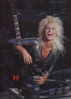 Estilo Rock, Female Guitarist, Female Singers, Freddie Mercury, Style 70s, Hair Metal Bands, Heavy Metal Girl, Lita Ford, Rocker Girl