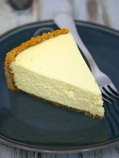 The Best Homemade Cheesecake - get the secret for the lightest and fluffiest cheesecake ever! The Best Homemade Cheesecake - get the secret for the lightest and fluffiest cheesecake ever! Just Desserts, Delicious Desserts, Dessert Recipes, Yummy Food, Dinner Recipes, Awesome Desserts, Fluffy Cheesecake, Whip Cheesecake, Basic Cheesecake