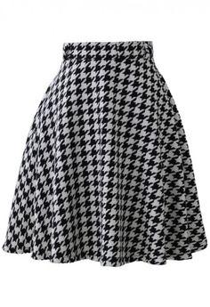 loving this houndstooth midi skirt