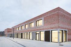 "School and Community Center ""B³ Gadamerplatz"" / Datscha Architekten"