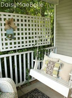 DaisyMaeBelle-need this privacy lattice on my front porch!