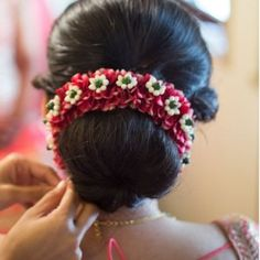 40 Lovely Wedding Hairstyle Ideas For Indian Bride To Copy Indian Hairstyles For Saree, Indian Wedding Hairstyles, Elegant Hairstyles, Bride Hairstyles, Hairstyles Haircuts, Hairstyle Ideas, Bridal Hair Buns, Bridal Hair Flowers, Make Up Braut