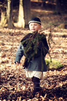 """Nordligt Hjerte"" Shooting Projekt ""Et lite nordisk hjerte"" Ⓜ️  > My beloved Son ❤️  > The fine Art of catching Light by Pit Theiss #thefineartofcatchinglight #pittheissphotography #photopoetry #storytelling #fineartphotography #portraitphotography #beauty #photography #portrait #medieval #germanmythology #mythology #fantasy #vikingstyle #nordic #asatru #rune #history #vikinglife #vikings #norce #norcemythology #shieldmaiden #pagan #nordligthjerte #vikinghistory #vikingage"