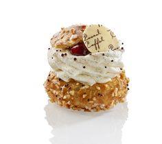 Griottin - choux à la chantilly vanille, mousse chocolat 66 %, cerise griottine - Pascal Caffet