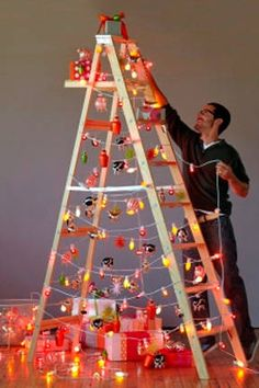I know it's early for Christmas but don't yell at me! Isn't this a clever small space or spur-of-the-moment tree?