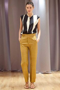 Amazing black and white blouse, golden pants